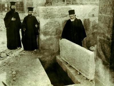 Место погребения преподобной Евфросинии в монастыре преп. Феодосия Великого. Фото 1930-х годов
