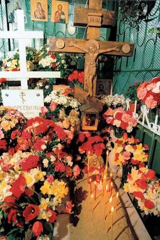 Могила блаженной Матроны на Даниловском кладбище. 4 марта 1998 года