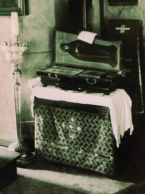 Ковчег с частицей мощей преп. Евфросинии в Спасском храме. Фото конца XIX века